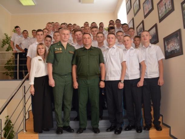 Ставропольские кадеты встретились с омоновцем, военным прокурором и хирургом
