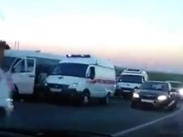 ВДТП смаршруткой и фургоном наСтаврополье пострадали семь человек
