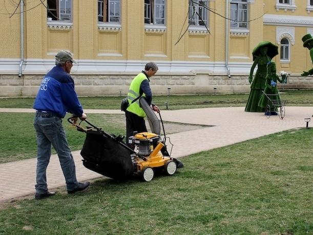 С помощью десяти пылесосов будут убирать центр Кисловодска