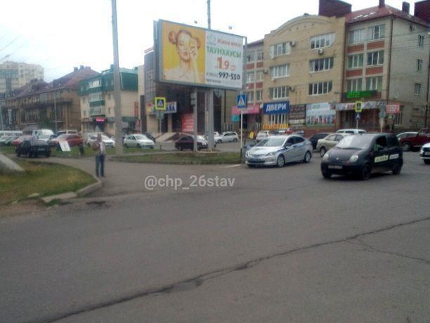 Автомобиль переехал ногу школьницы на пешеходном переходе в Ставрополе