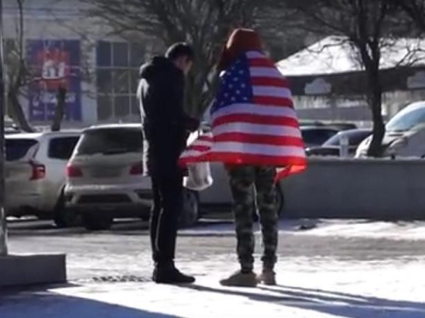 Глава Октябрьского района возмутился прогулке блогера с американским флагом по Ставрополю