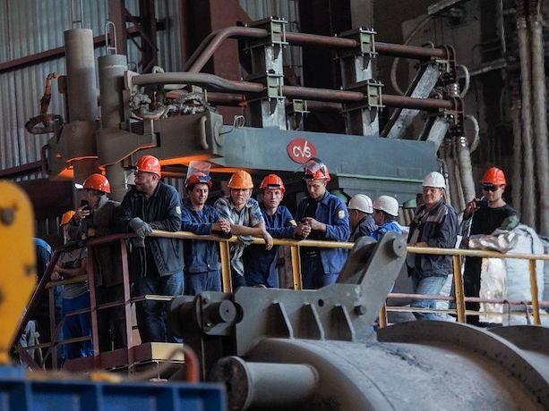 Вечный банкрот: «СтавСталь» вновь преследуют суды и требования расплатиться по счетам