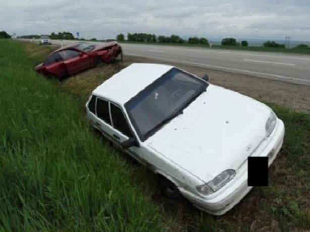 Два человека пострадали в ДТП из-за непропустившего другой автомобиль водителя на Ставрополье