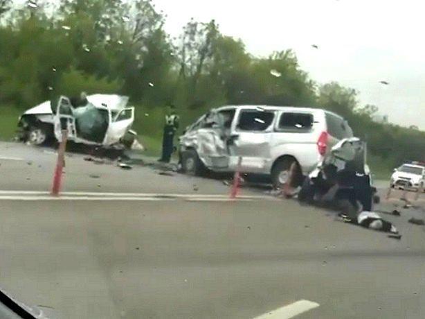 Страшное тройное ДТП с погибшими и разорванной на части «Приорой» в Ставропольском крае попало на видео