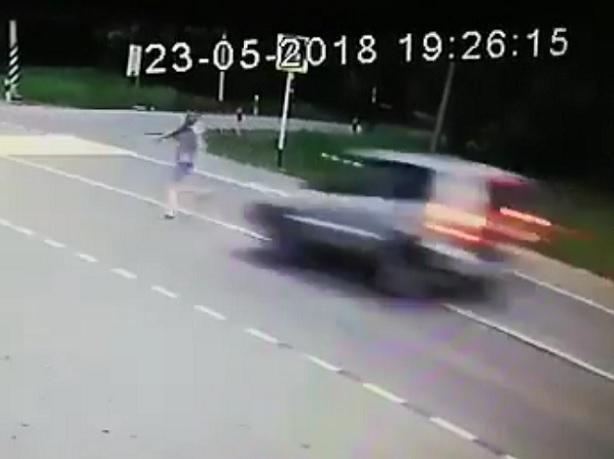Появилось видео смерти пешехода под колесами «Нивы» на трассе в Ставропольском крае