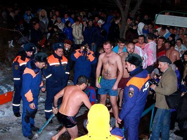 Стали известны водоемы, где будут дежурить спасатели во время крещенских купаний на Ставрополье