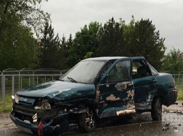 Разговорчивый водитель ВАЗа спровоцировал тройное ДТП под Ставрополем, - очевидцы