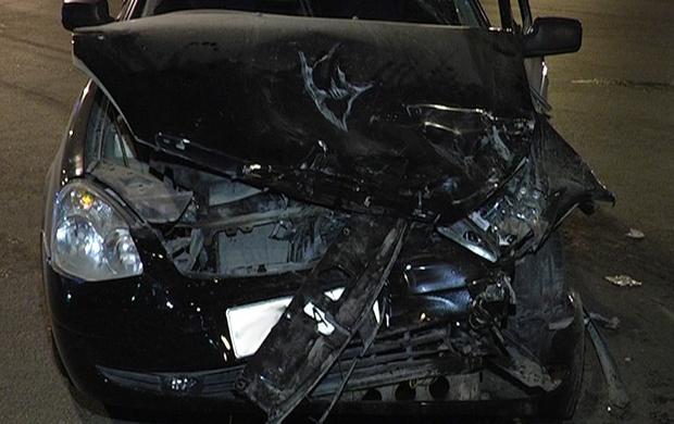 ВКрасноярске шофёр «Приоры» скончался после столкновения сдеревом