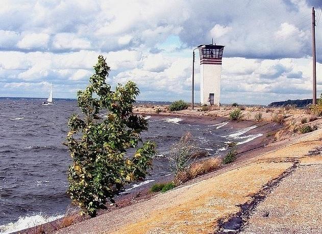 Парашютист и серфингист едва не утонули в Новотроицком водохранилище
