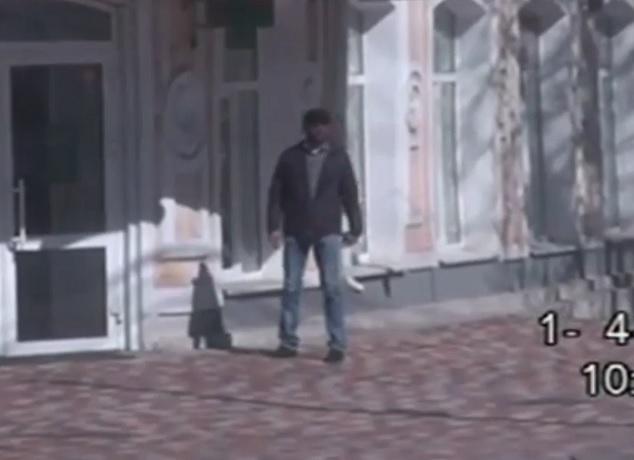 Прогулка собиравшегося расстреливать людей террориста попала на видео в Ставрополе