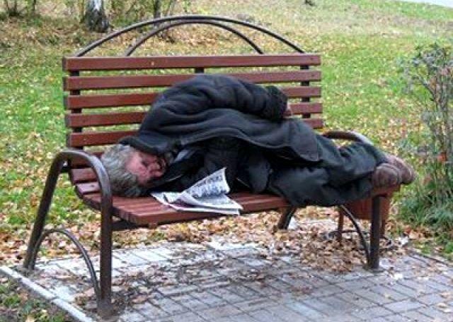 «Грязные, вонючие и вечно пьяные», - пятигорцы в ужасе от оккупировавших центр города бомжей