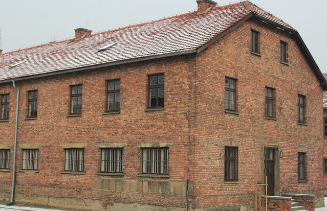В Ставрополе предприниматель продавал квартиры в незаконно возведенных домах