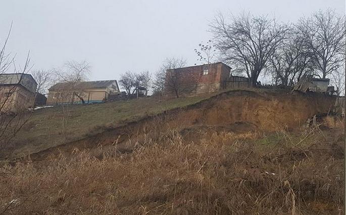 Оползневую зону в Георгиевске обследуют специалисты