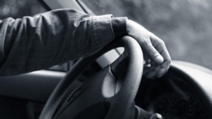 Водителя, сбившего пешеходов, ищут в Ставрополе
