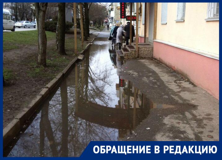 «И это центральная улица Ставрополя?» - комментирует житель города