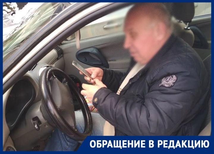 Ставропольский таксист зарабатывает на неправильно припаркованных автомобилях