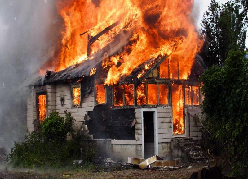 При пожаре на Ставрополье спасли многодетную семью