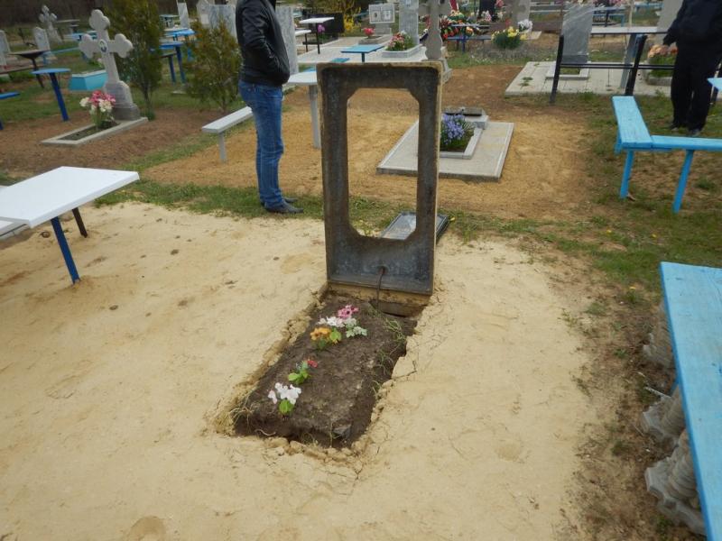 На Ставрополье подростки устроили погром на городском кладбище