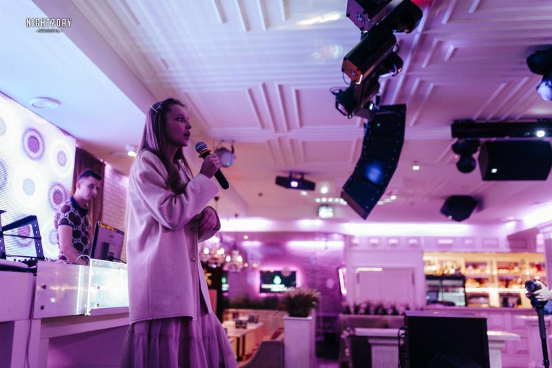 Поплакала Дарья Соничева на музыкальном этапе «Мисс Блокнот»