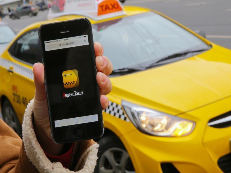 В Яндекс.Такси назвали города, где чаще всего оставляют чаевые