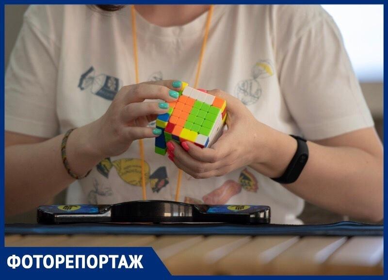 В Ставрополе прошел чемпионат по сборке Кубика Рубика