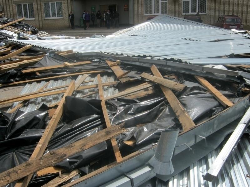 Ураган сорвал крышу с Дома культуры в одном из сел Ставрополья