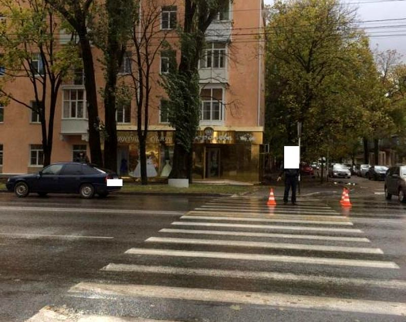 Шофёр Опель сбил девушку на«зебре» вСтаврополе
