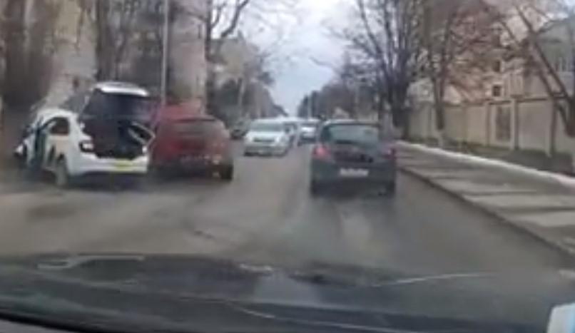 Объезжая пробку по «встречке», ставропольский таксист попал в ДТП