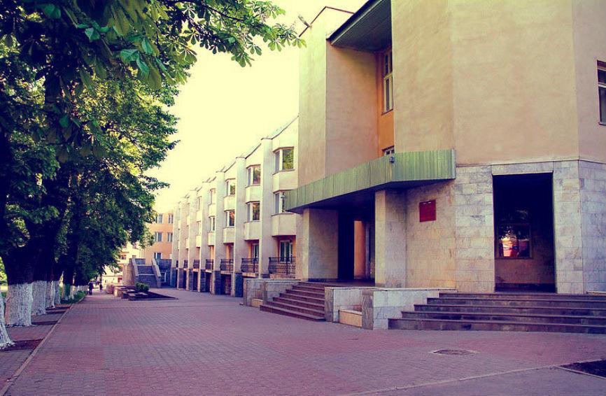 Джатдоев хотел передать часть земельного участка школы №25 под «гостевую стоянку»