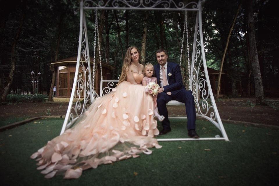 Сергей и Анна отметили «розовую» свадьбу