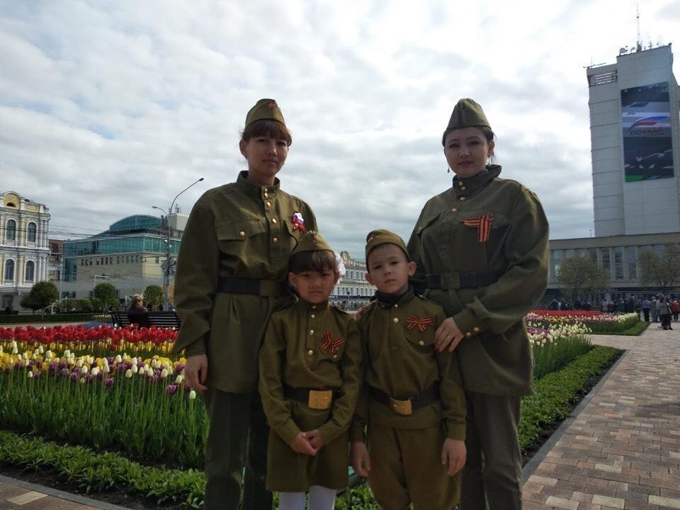 Сразу после ветеранов на параде Победы в Ставрополе пройдут родители со своими детьми в форме