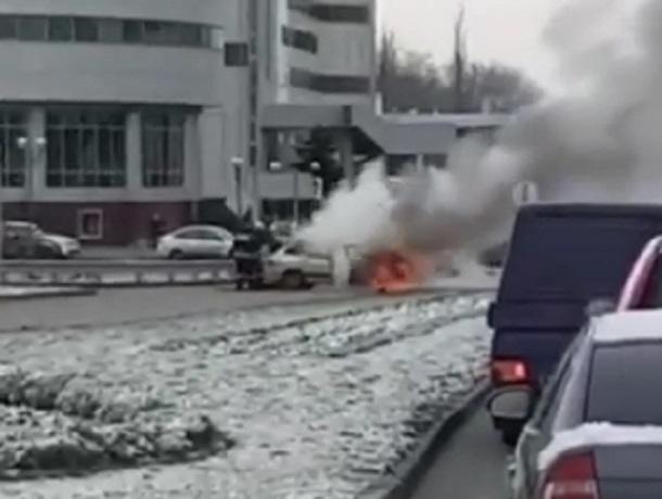 Охваченную огнем «четырнадцатую» сняли на видео на въезде в Минводы
