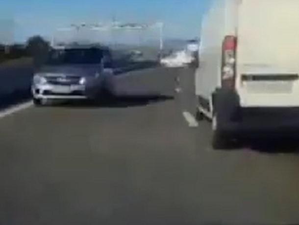 Грубый нарушитель на высокой скорости проехал по встречной полосе и спровоцировал ДТП на Ставрополье