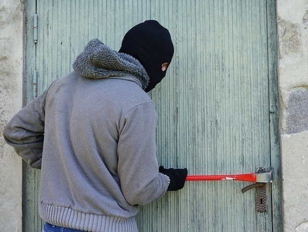 Полицейский застал неумелого вора за кражей трансформаторов на Ставрополья