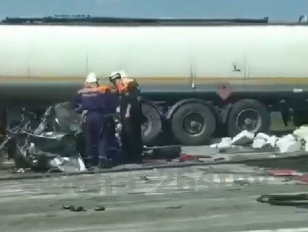 Жесткая авария с двумя погибшими произошла на трассе Кропоткин-Ставрополь