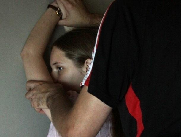 Мужчина надругался над своей 7-летней дочерью и 12-летним мальчиком-инвалидом в Ессентуках