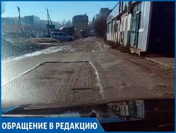«Уже месяц как расковыряли асфальт, а застелить новый не собираются», - житель Ставрополя