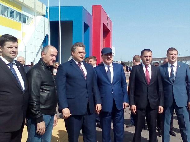 Коврик для мышки подарили вип-гости губернатору Владимирову в Ставрополе