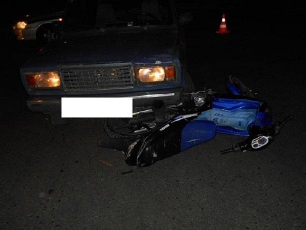 Два 15-летних подростка на скутере попали под машину на Ставрополье