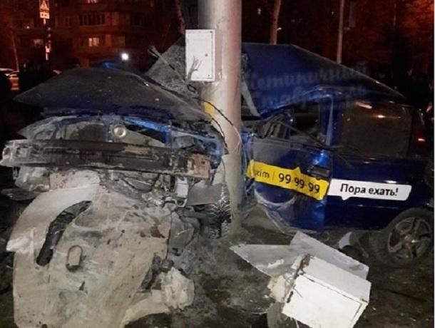 Водитель такси погиб в страшном столкновении с «Мерседесом» в Ставрополе, - очевидцы