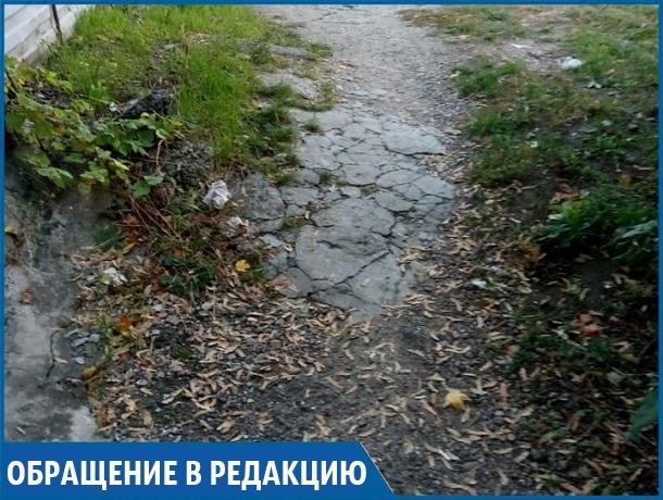 «У меня уже нет сил возить мать-колясочницу по разбитому тротуару в больницу», - ставропольчанка