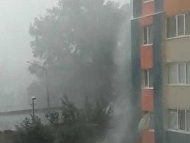 Несколько домов остались без света после ливня в Ставрополе