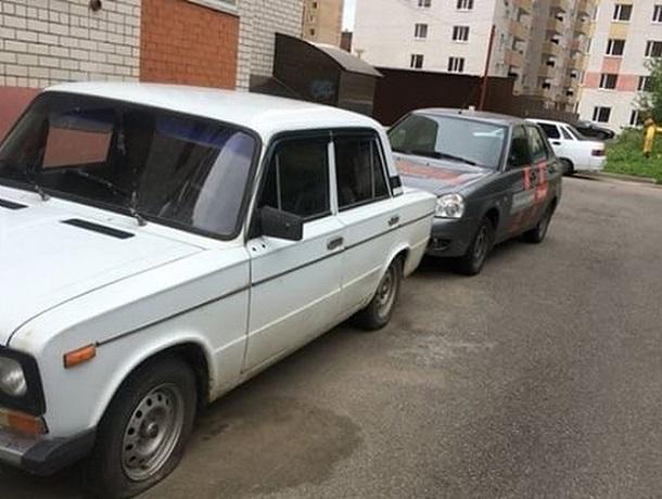 Неизвестные изувечили 2 автомобиля и скрылись в Ставрополе