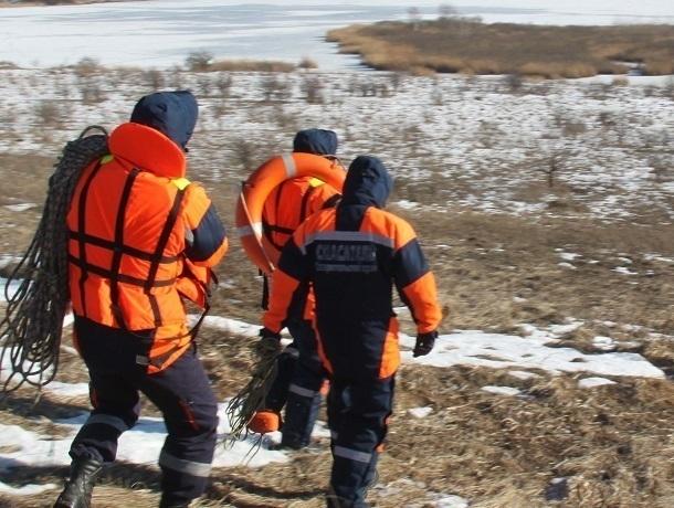 Спасатели «вызволили» из «ледяного плена» выпавшие у рыбака ключи от машины на Ставрополье