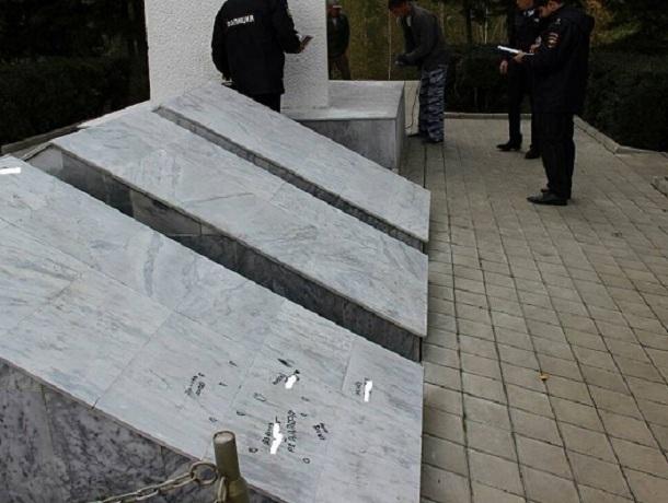 Похабными надписями второй раз за неделю разрисовали вандалы мемориал Вечной Славы на Ставрополье