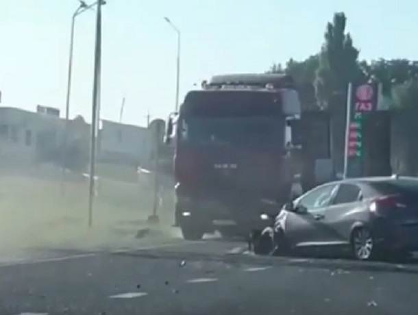 Большая пробка собралась из-за ДТП под Ставрополем и попала на видео