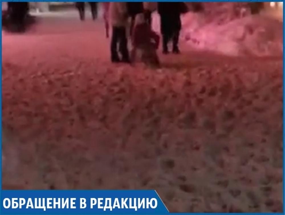 «Ходите, как хотите»: жители Ставрополя устали от заваленных снегом тротуаров