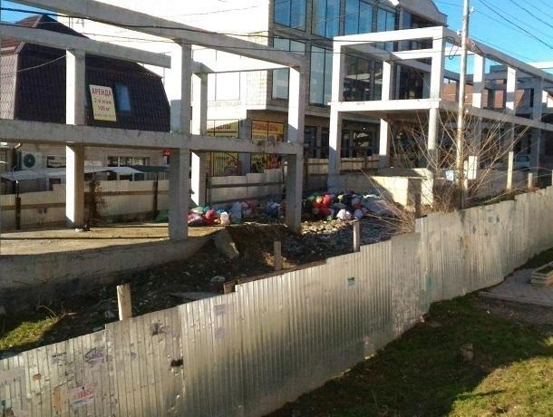 «Замороженная» стройка в центре Пятигорска мешает жителям