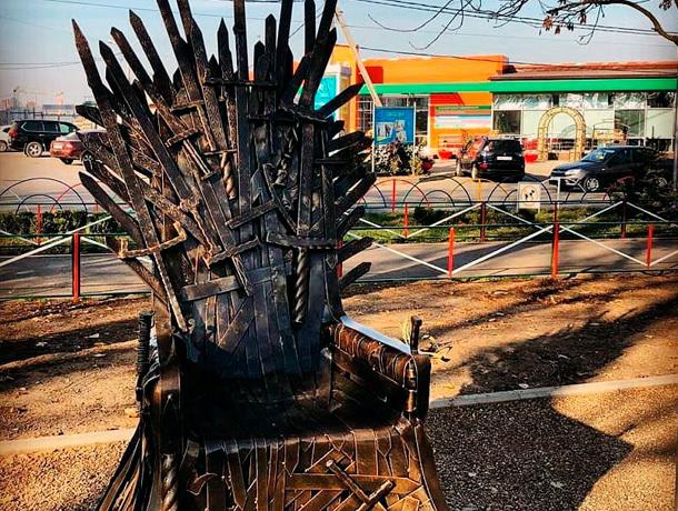 Трон из «Игры престолов» появился в Михайловске