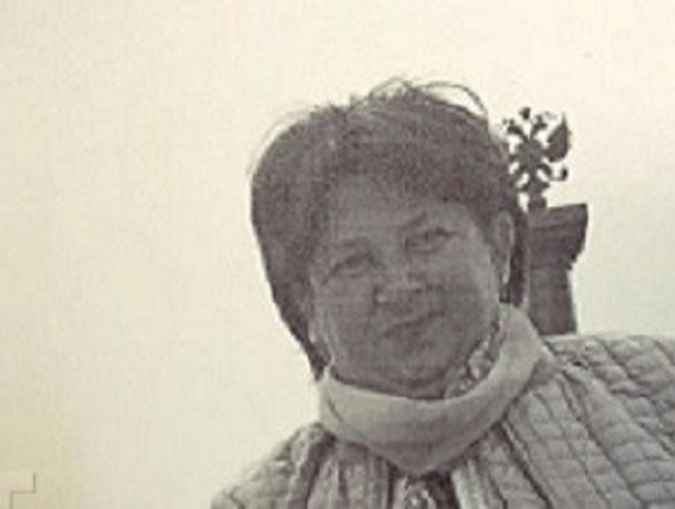 Женщина в черном платье с короткой стрижкой бесследно пропала на Ставрополье